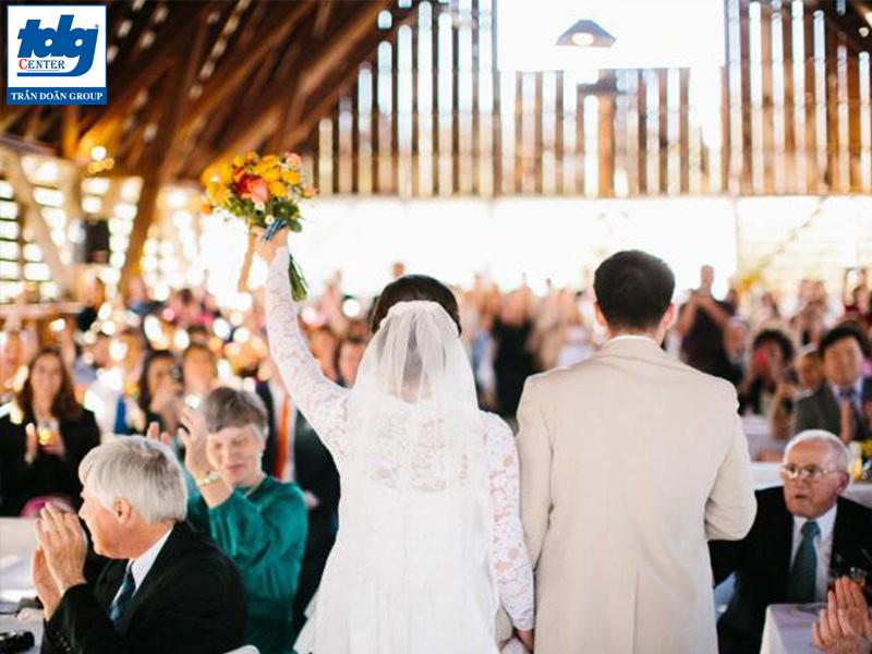 Nên hay không nên tổ chức tiệc cưới trọn gói